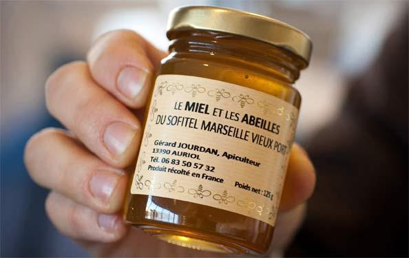 Miel récolté sur les ruches du toit du Sofitel à Marseille